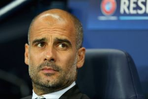 Pep Guardiola Atur Strategi